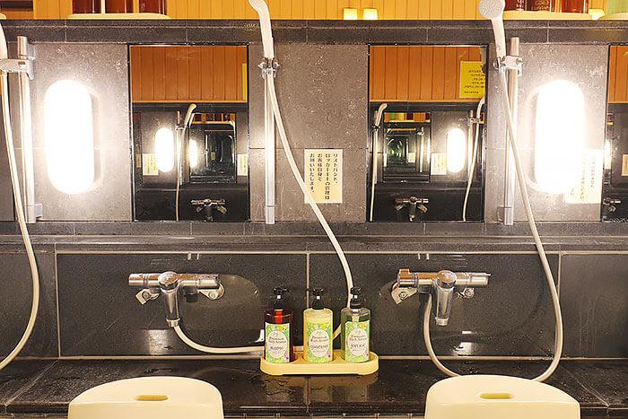 男女浴場洗い場の鏡 東香里湯元水春